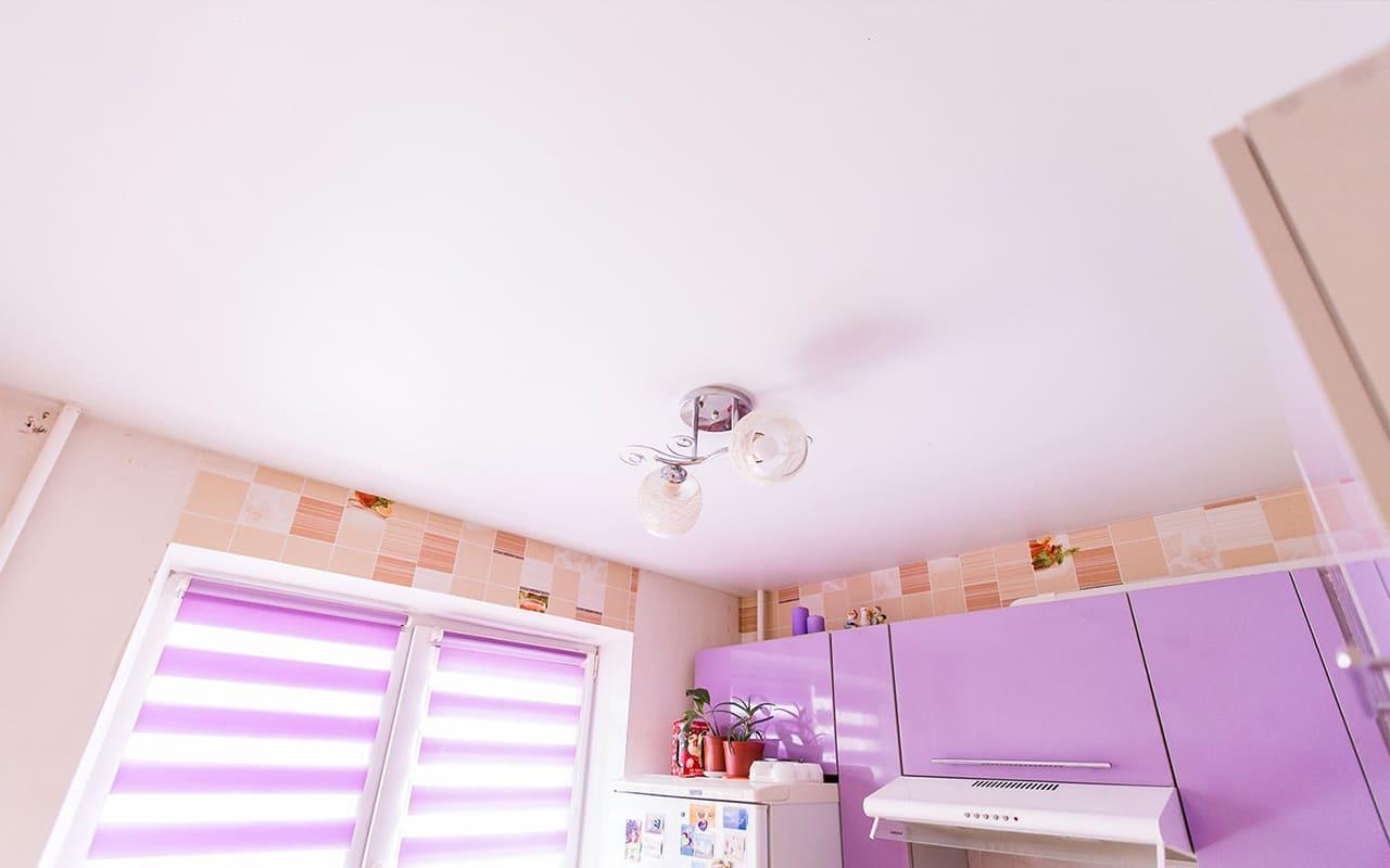 Натяжной потолок сатин на кухне 11,4 кв.м.