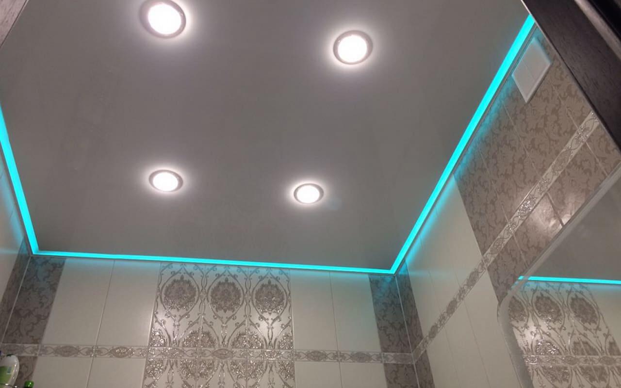 Парящий натяжной потолок в санузле 3,0 кв.м.
