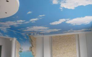 Натяжные потолки фотопечать небо и море на стене