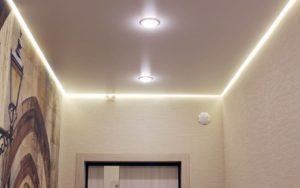 Натяжной потолок парящий сатиновый в прихожей 3.5 м2