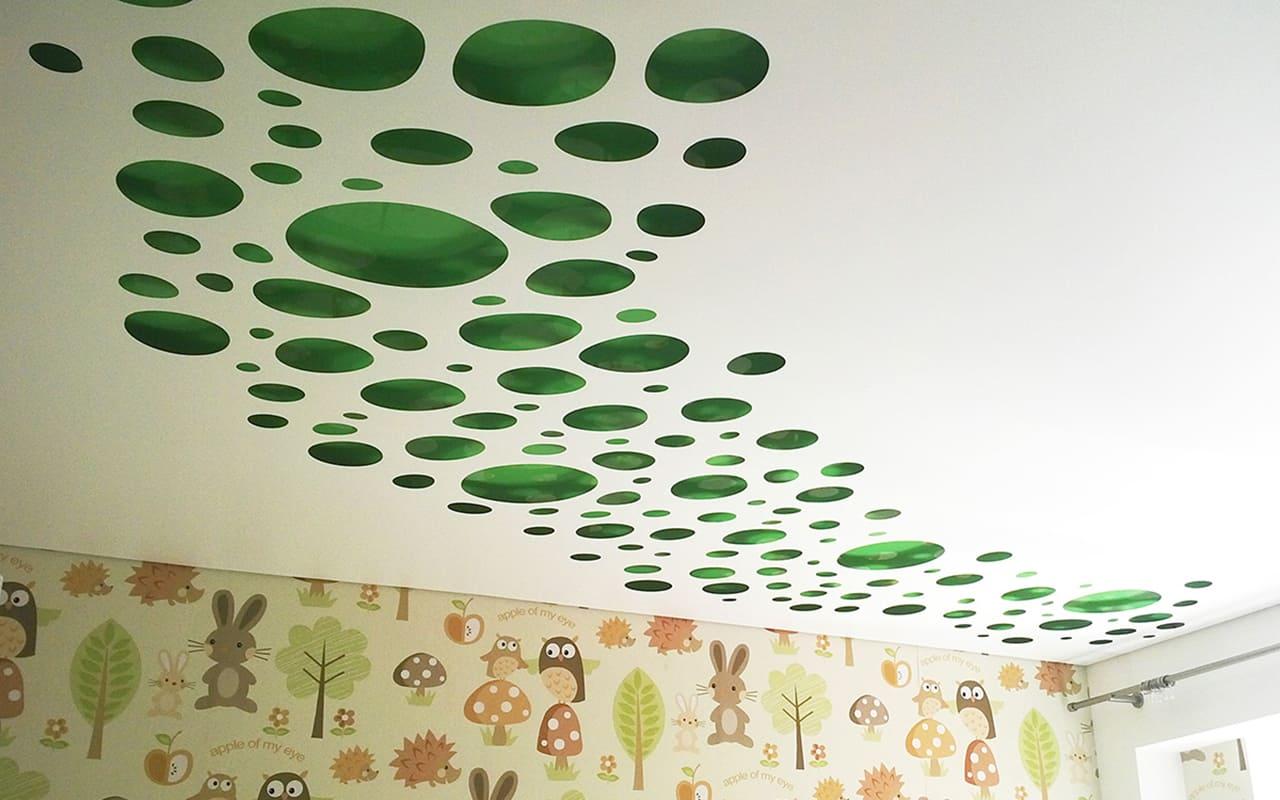 Перфорированный натяжной потолок в детской 13,2 кв.м.