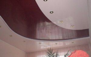 Двухуровневый натяжной потолок в зале 17 кв.м.
