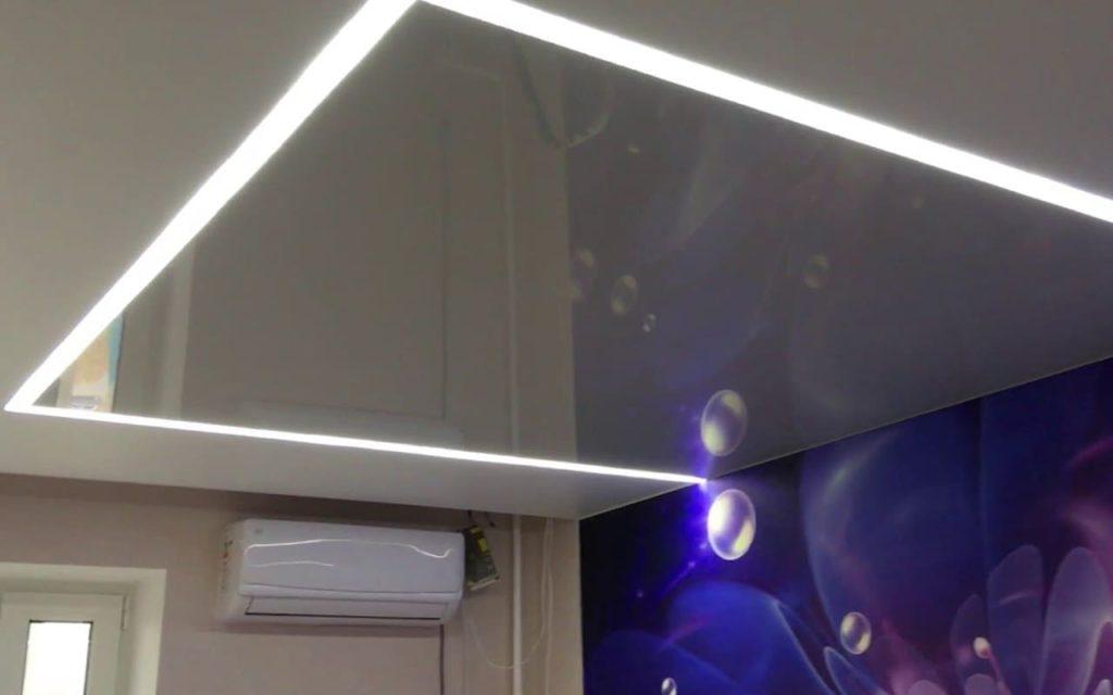 Натяжной потолок со световыми линиями в детской 16,2 м2