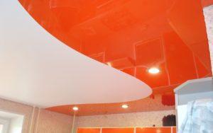 Натяжной потолок комбинированный спайкой 9,3 кв.м. на кухне