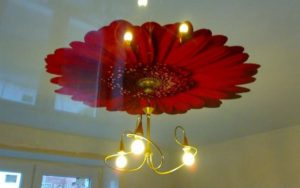 Натяжные потолки фотопечать красная хризантема