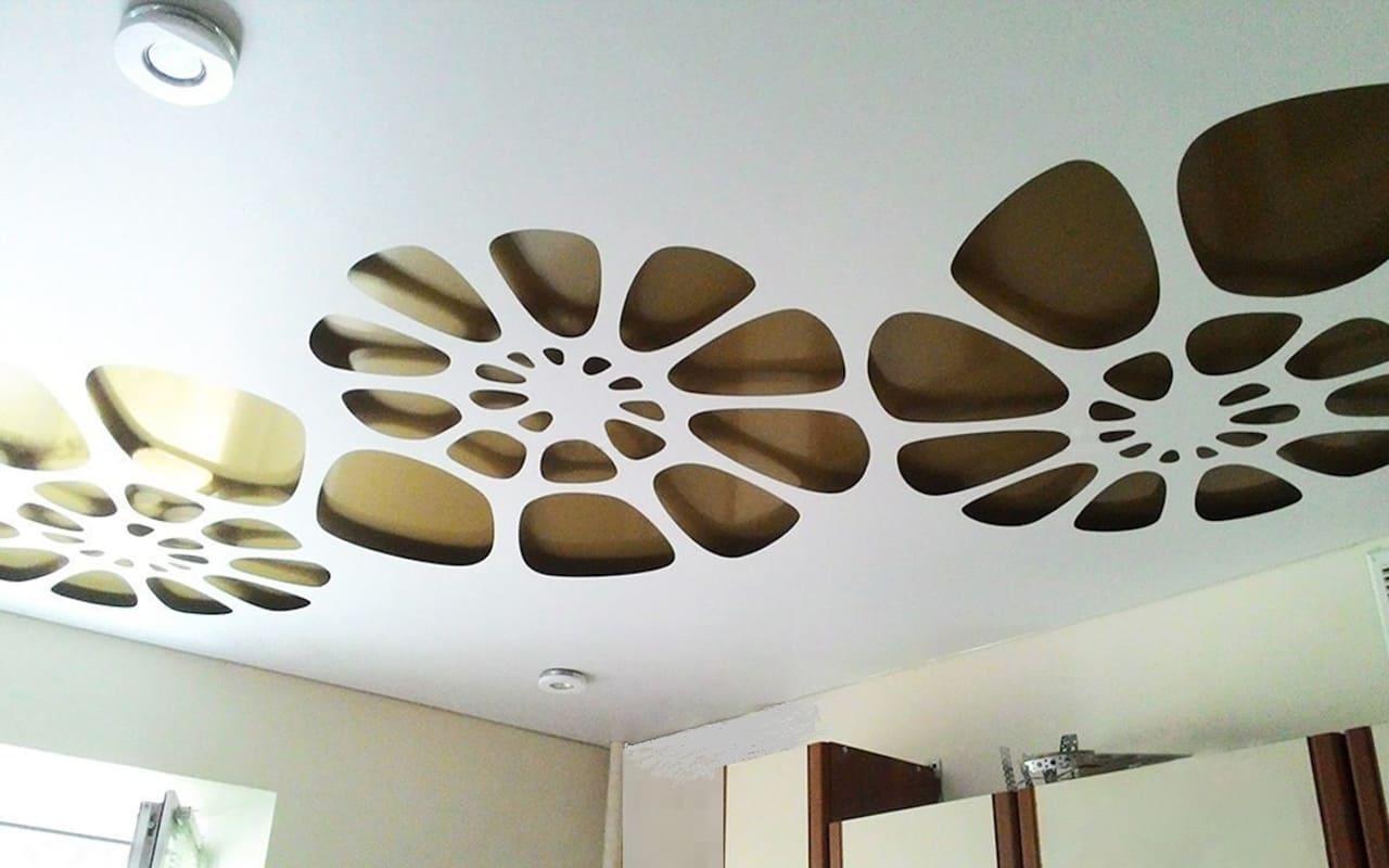 Натяжной потолок перфорированный на кухне 10 м2