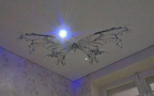 Натяжные потолки фотопечать чёрная бабочка