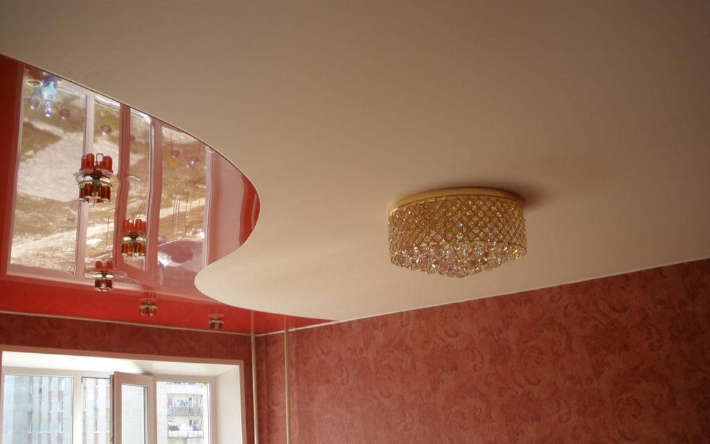 Натяжной потолок со спайкой в спальне 15 кв.м.