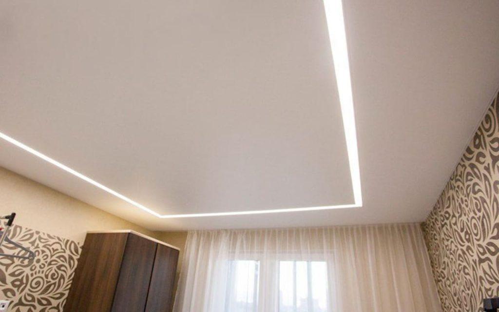 Сатиновый натяжной потолок со световой линией 21 кв.м.
