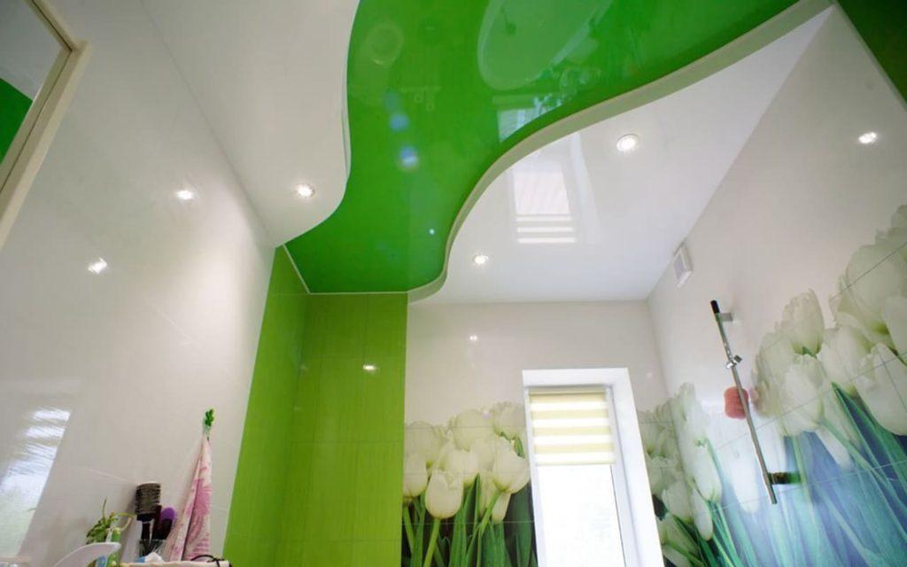 Натяжной потолок двухуровневый в ванной 4,85 м2