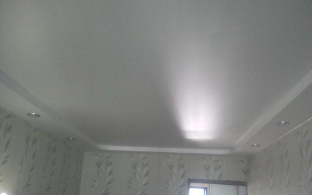 Натяжной потолок двухуровневый в прихожей 9 м2