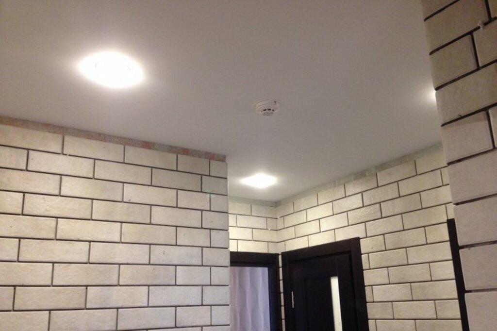 Натяжной потолок тканевый в прихожей 5,7 м2