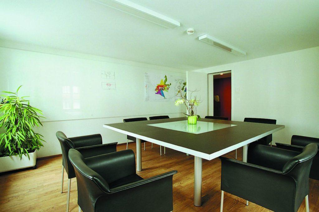 Натяжной потолок тканевый в офисе 23,92 м2