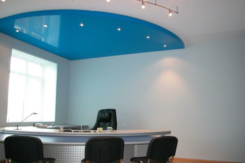 Натяжной потолок двухуровневый в офисе 28 м2