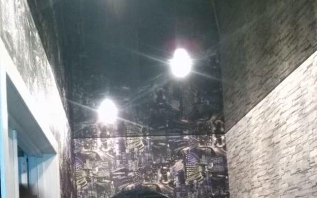 Натяжной потолок глянцевый в прихожей 3,2 м2