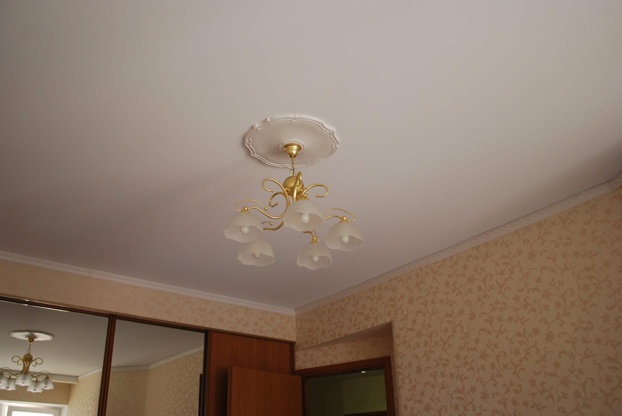 Натяжной потолок тканевый в спальне 15,95 м2