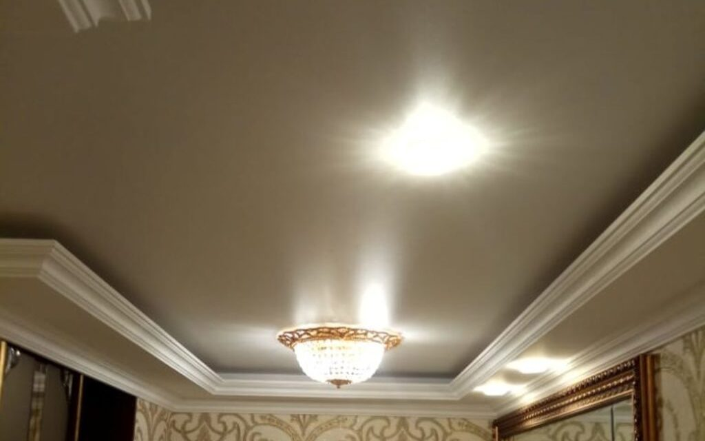 Натяжной потолок сатиновый в прихожей 8,55 м2